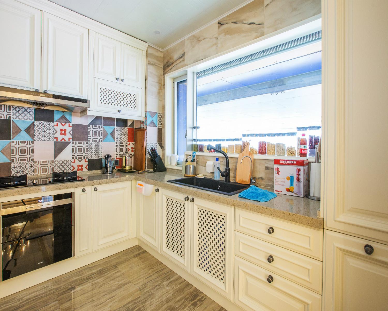 混搭风格三居装修厨房设计图
