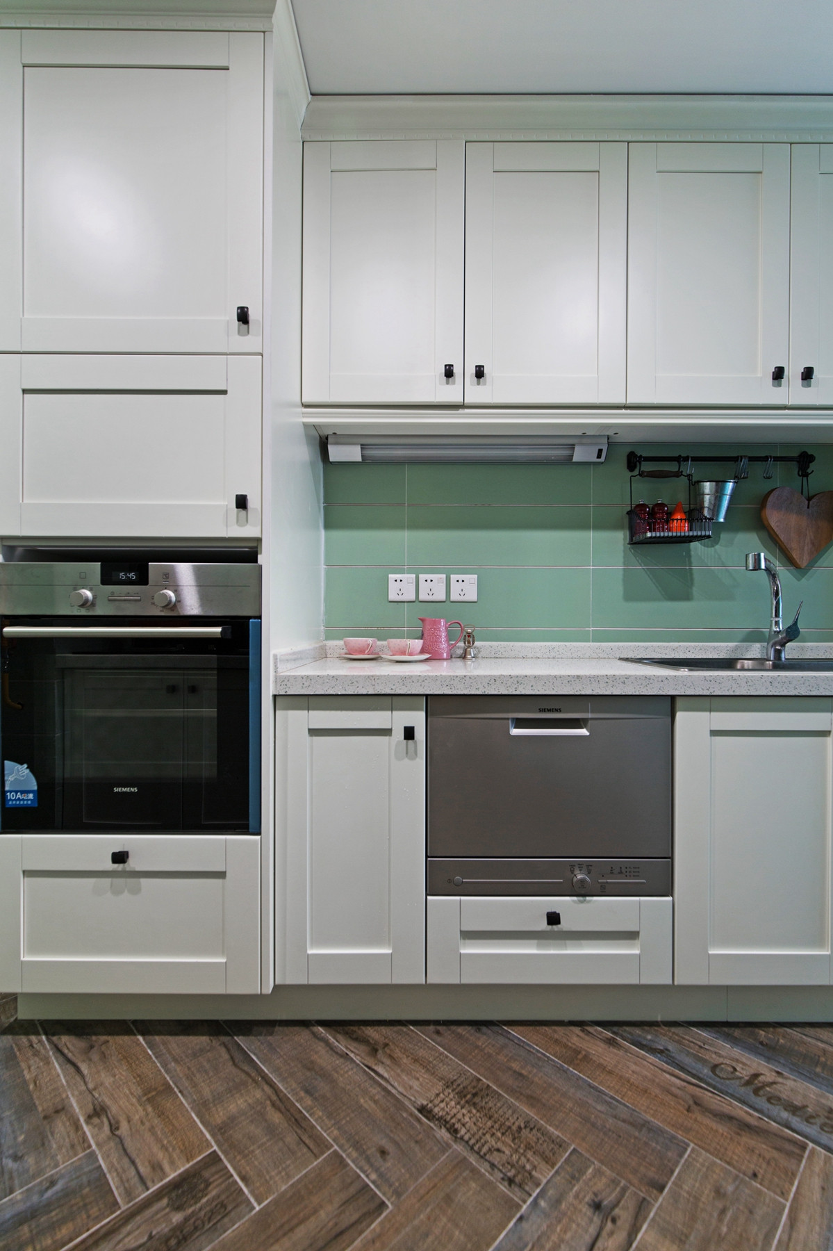 105平现代英伦风格家橱柜图片