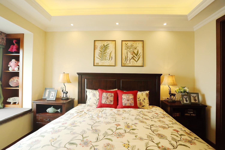 美式乡村风格三层独栋别墅可爱卧室8平米卧室设计图
