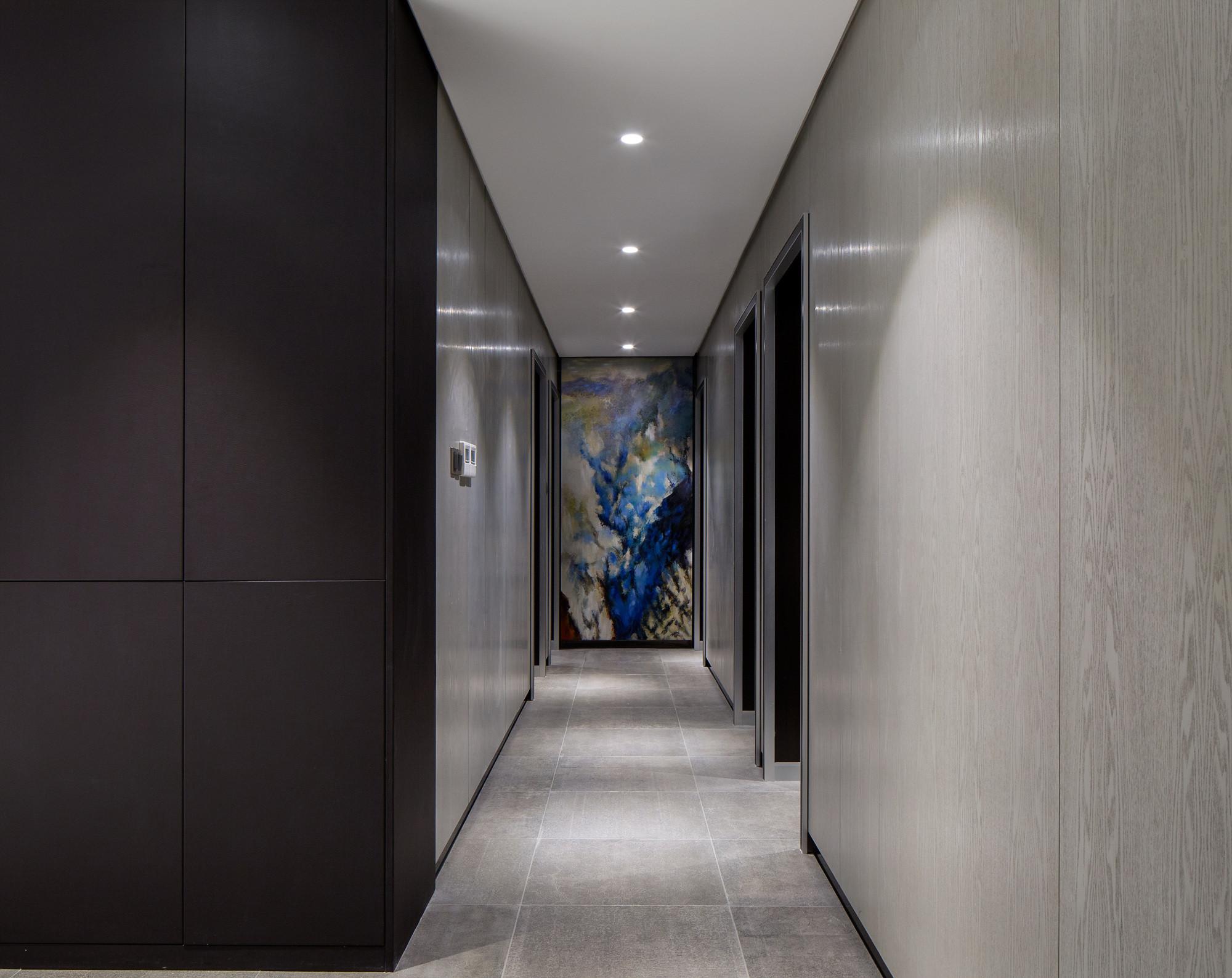 160平现代装修卧室走廊