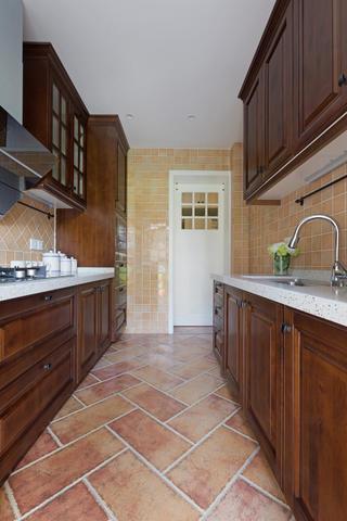 美式风格三居之家厨房布局图