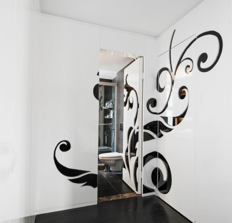 现代简约三居卫生间隐形门设计