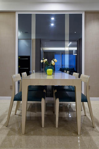 简约三居之家餐桌椅图片