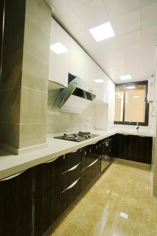 简约风格三居室装修厨房布局图