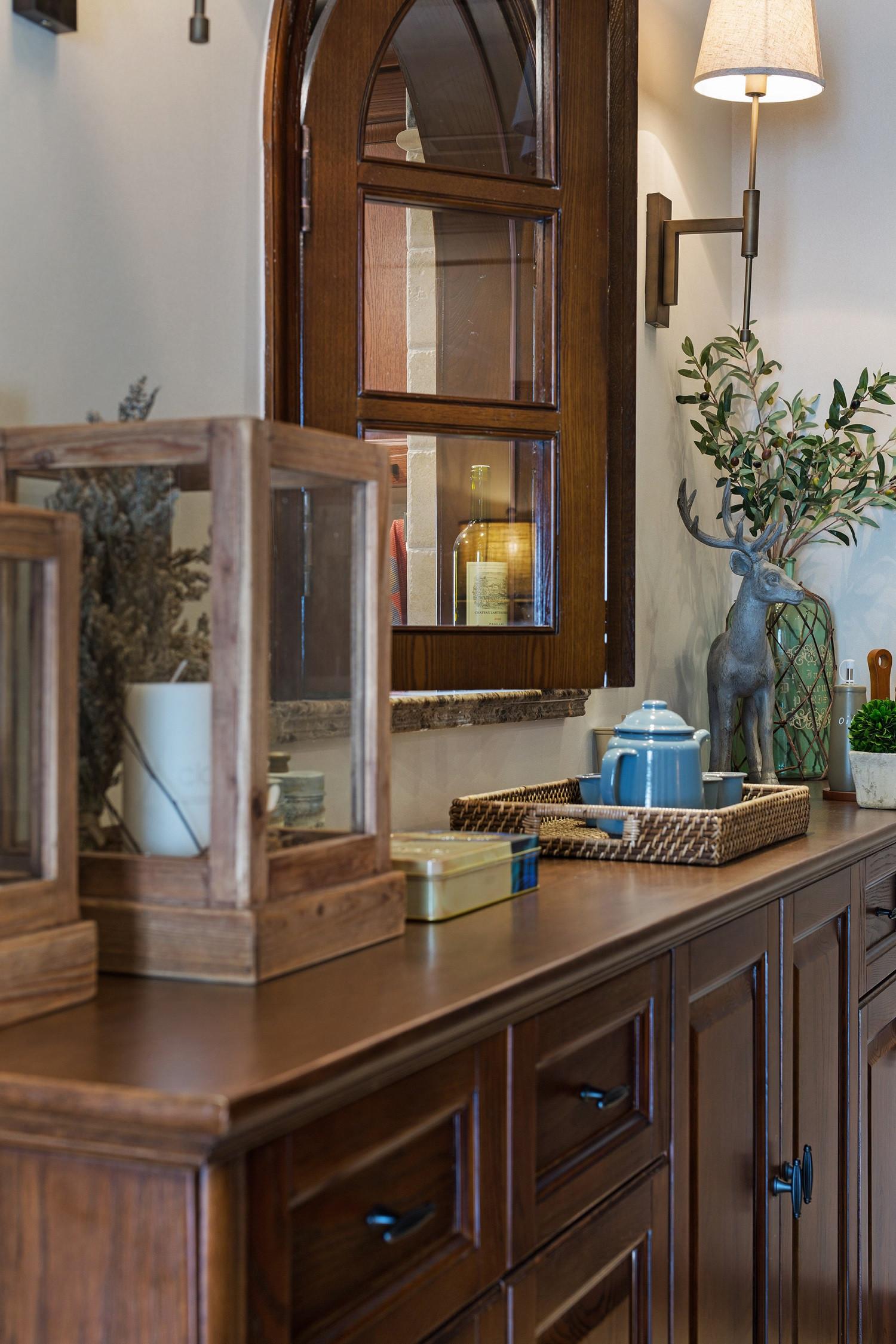 三居室美式风格装修餐边柜图片