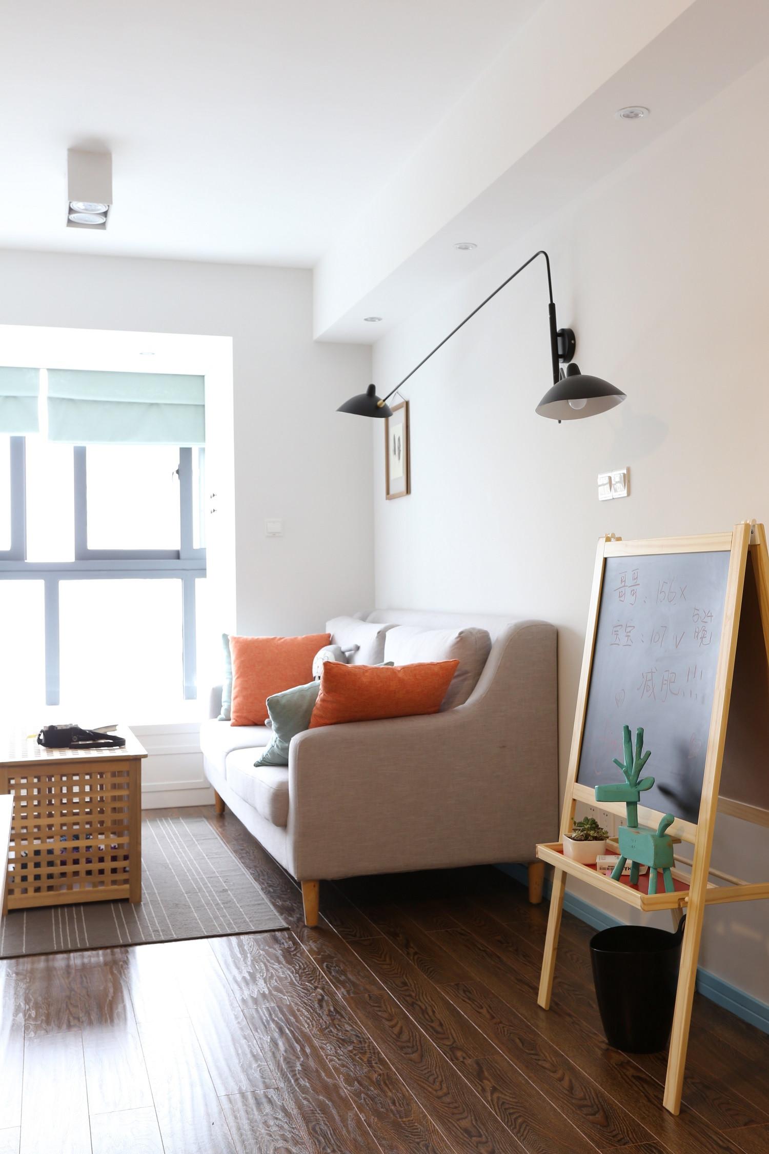 63平小户型之家沙发背景墙图片