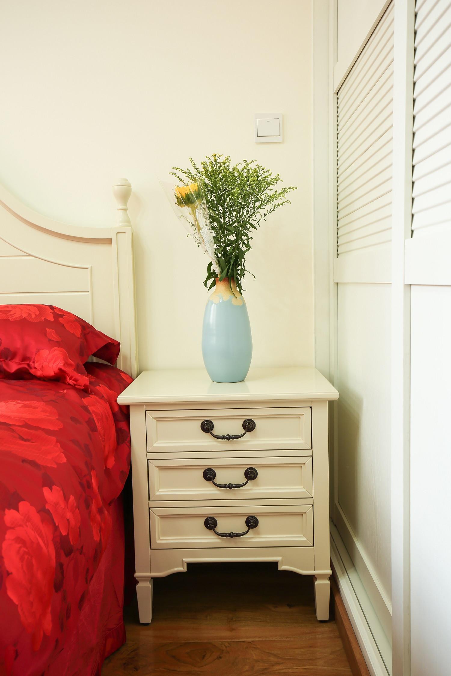 小户型地中海风格家床头柜图片