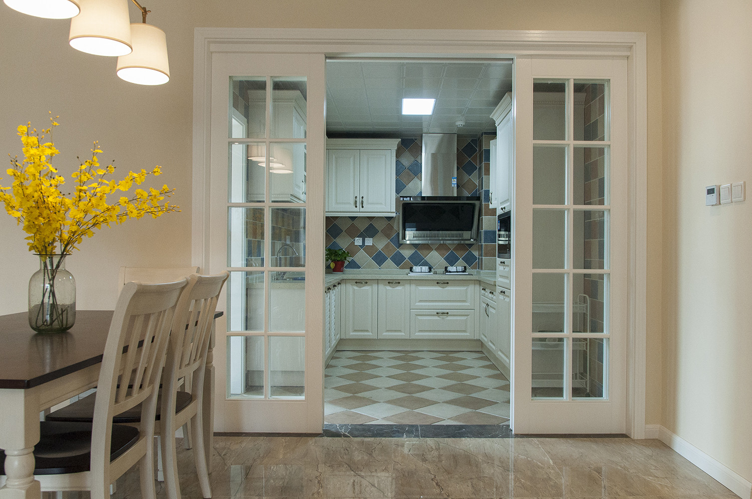 150平清新小美式装修厨房过道