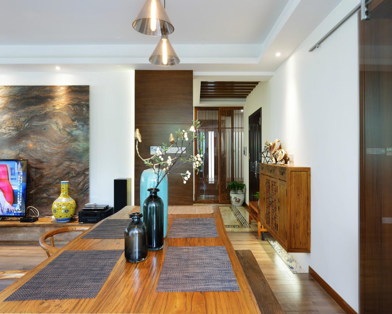 130平中式风格装修餐桌饰品