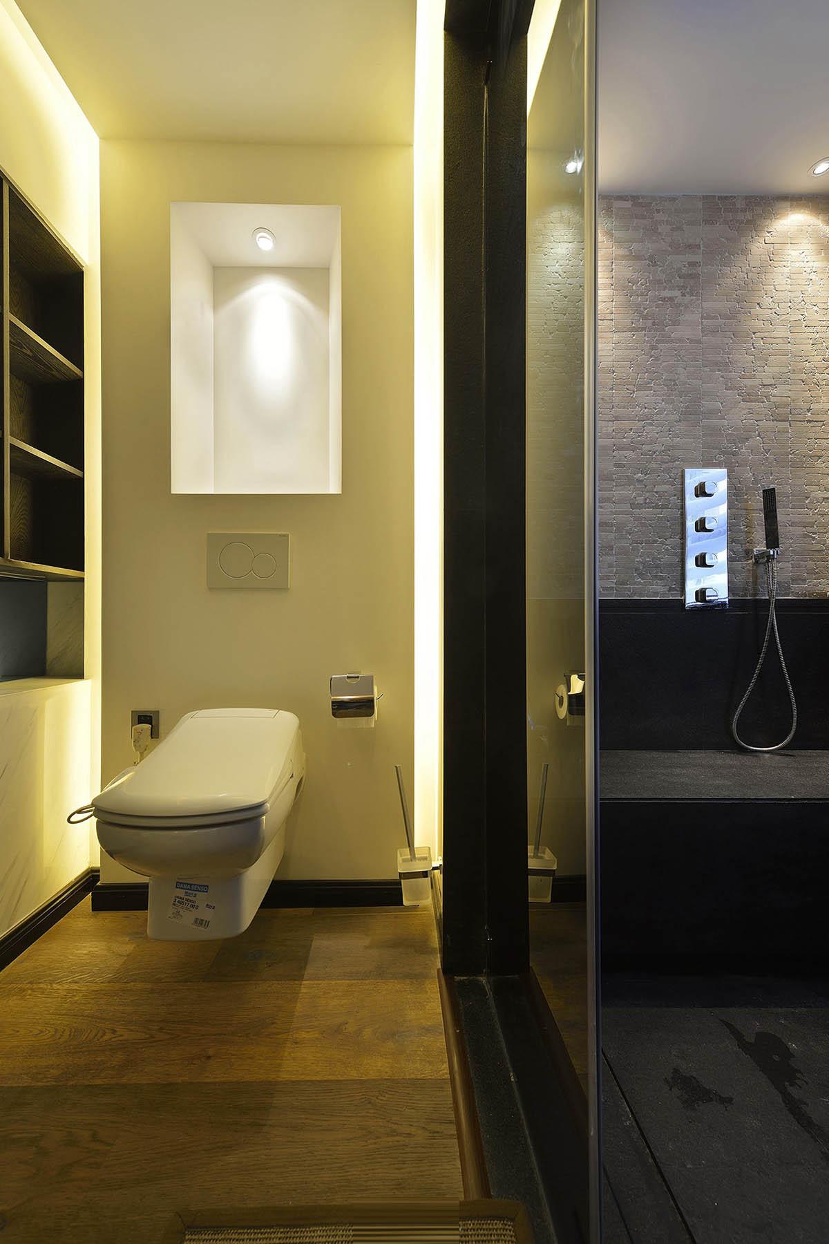 120平三居装修卫生间效果图