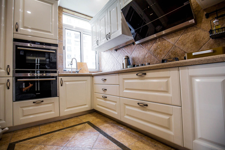 150平美式风格家厨房装潢图
