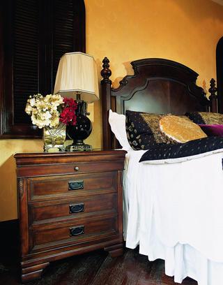 托斯卡纳风格别墅装修床头柜图片
