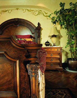 托斯卡纳风格别墅装修卧室细节图