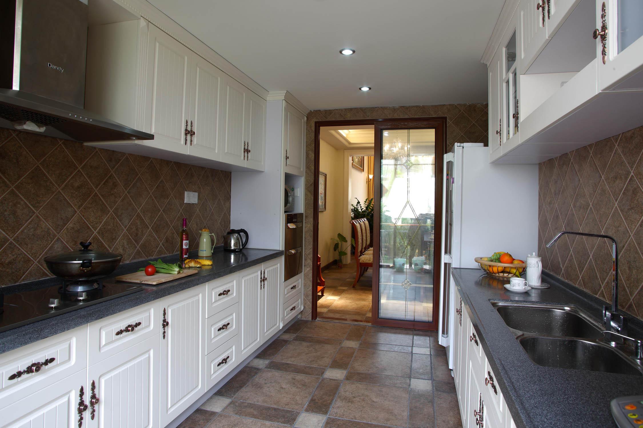 欧美中式混搭别墅装修厨房布局图