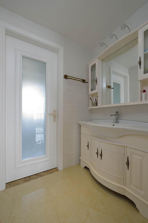 100平现代简欧风格装修浴室柜图片