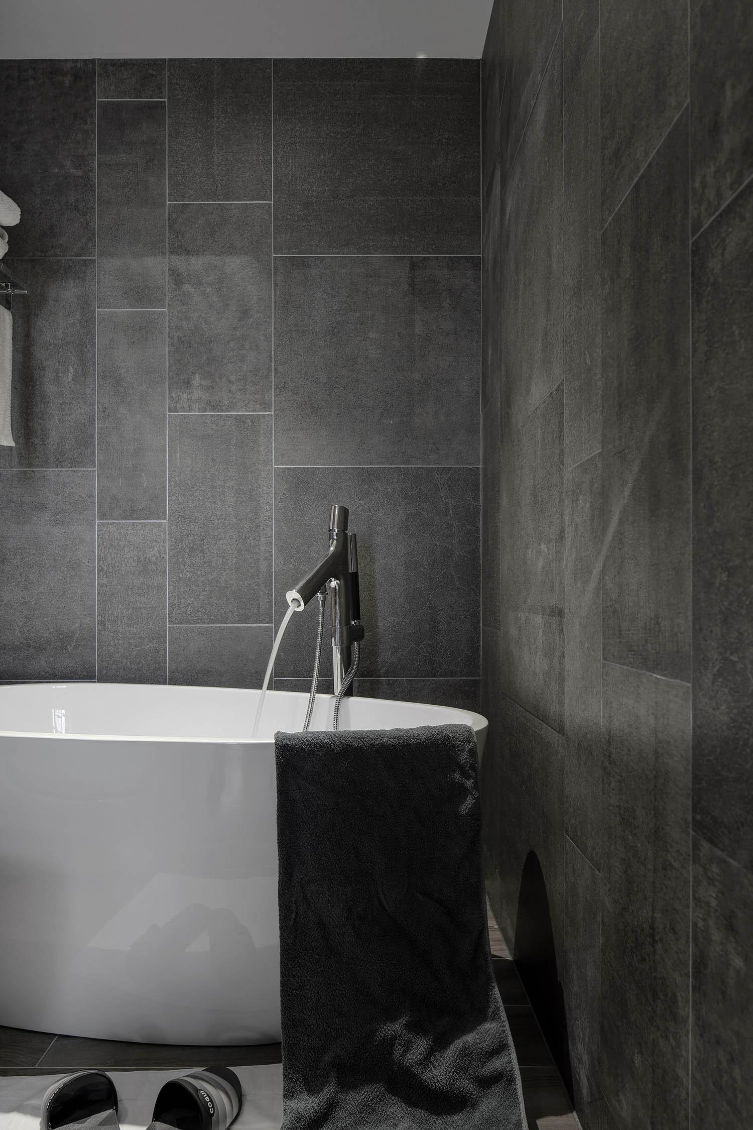 简约复式装修浴缸图片
