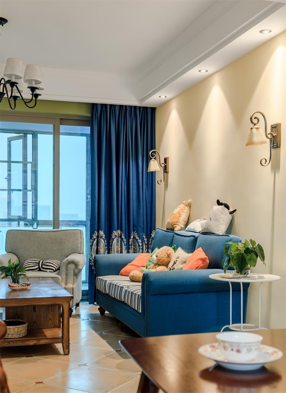 130平美式风格三居装修客厅一角