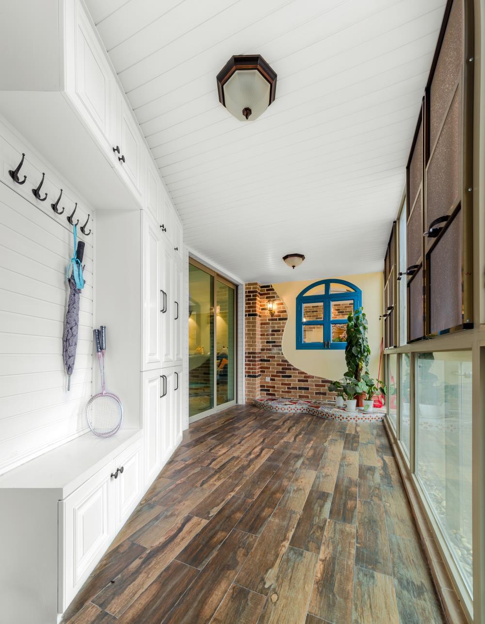 130平美式风格三居装修玄关设计