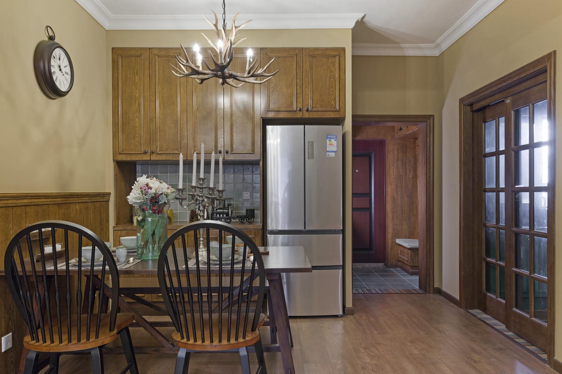 三居室美式装修餐边柜设计