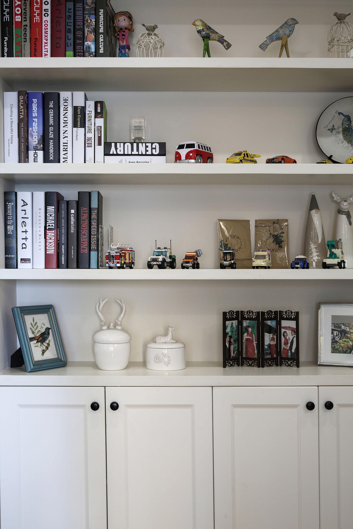 105平美式风格三居装修入户装饰柜