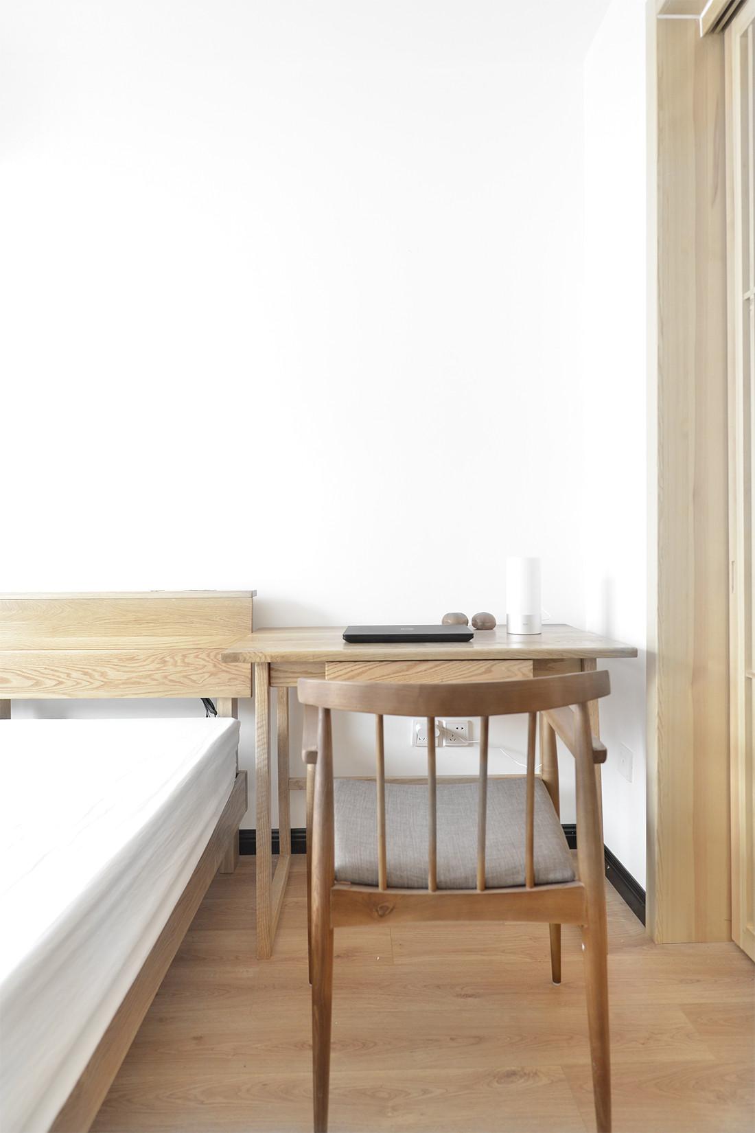 中式二居装修书桌图片