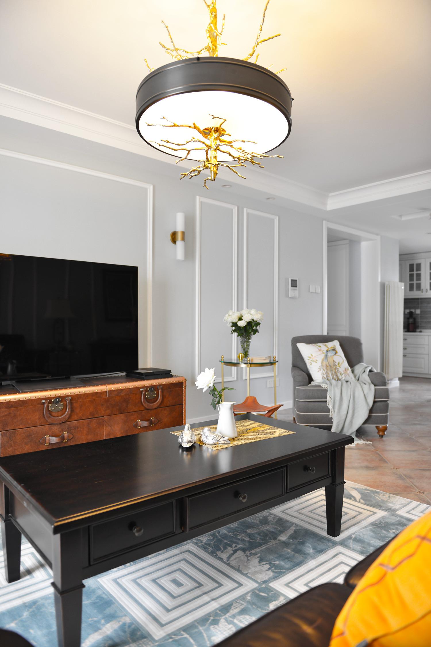 140平美式三居装修电视背景墙图片