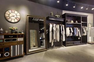 loft风格服装店装修穿衣镜图片