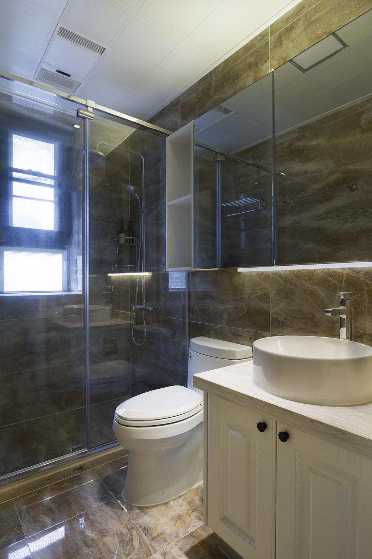 140平现代中式家卫生间装潢图
