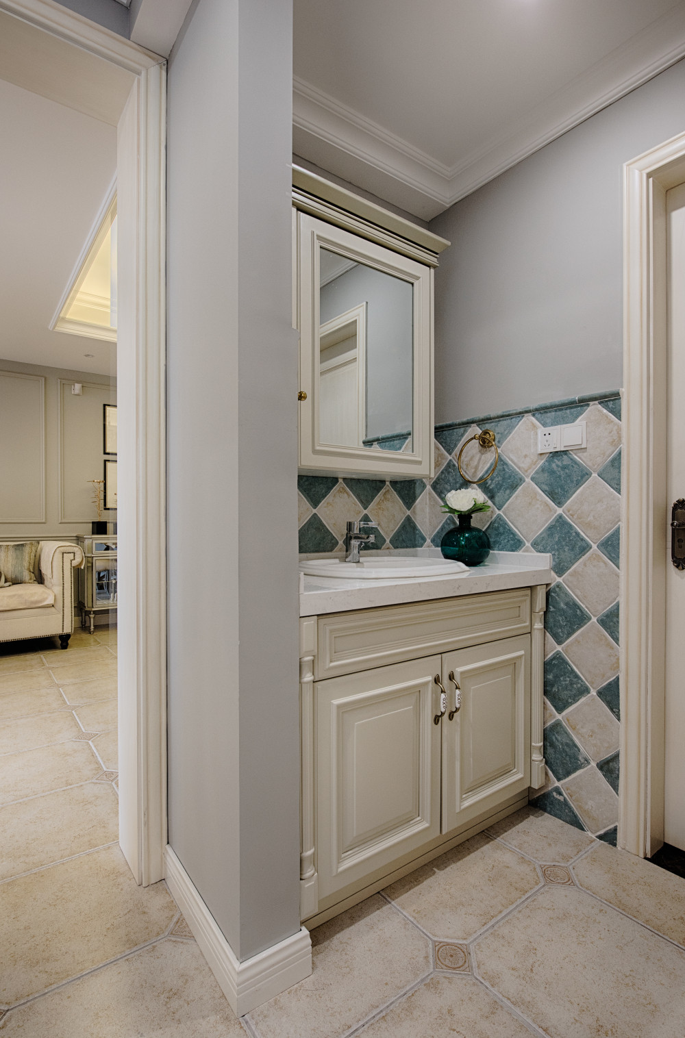 现代美式二居装修浴室柜图片