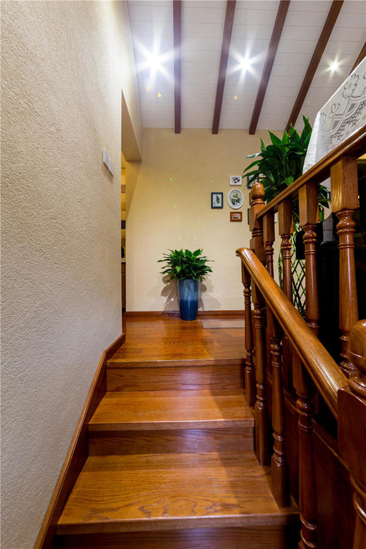 现代美式风格复式装修楼梯图片
