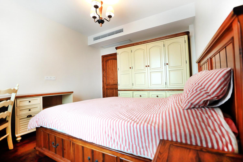 三居室美式乡村家衣柜图片