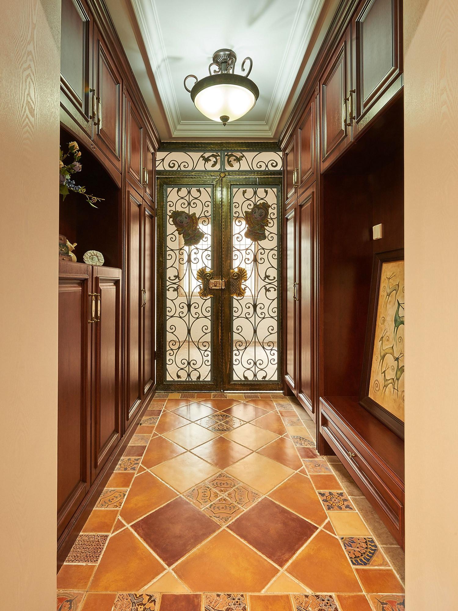 美式风格三居门厅装潢图
