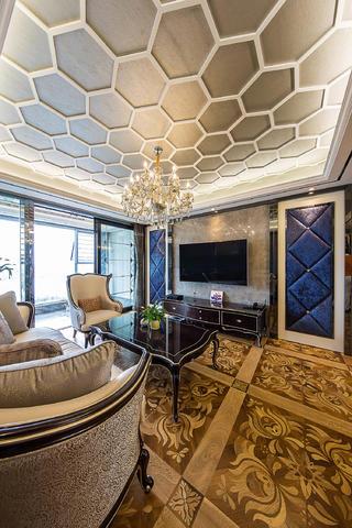 新古典三居室装修客厅顶面造型设计