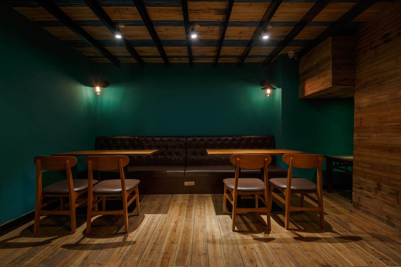 工业风咖啡馆装修地板图片