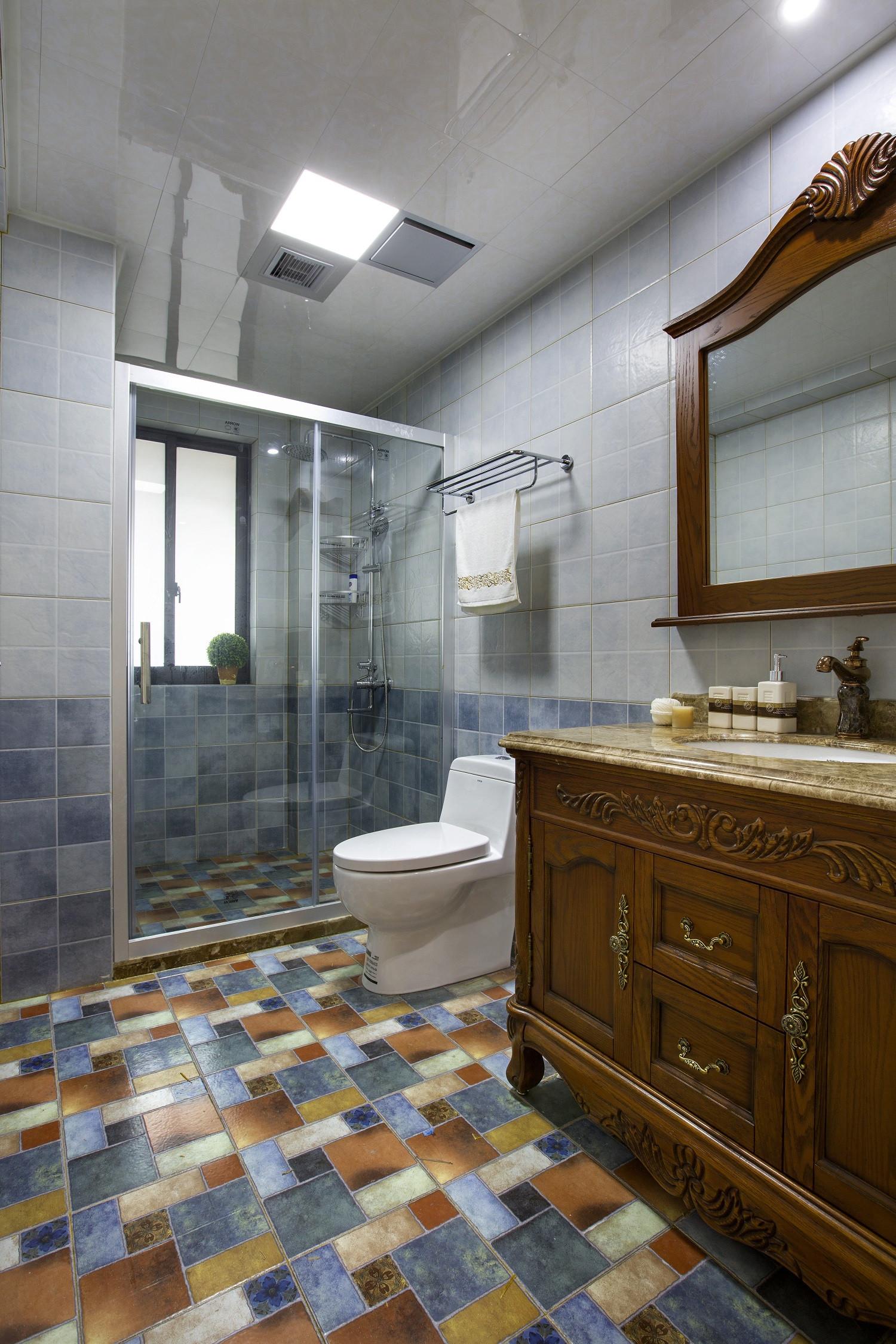 120平三居室装修卫生间装潢图