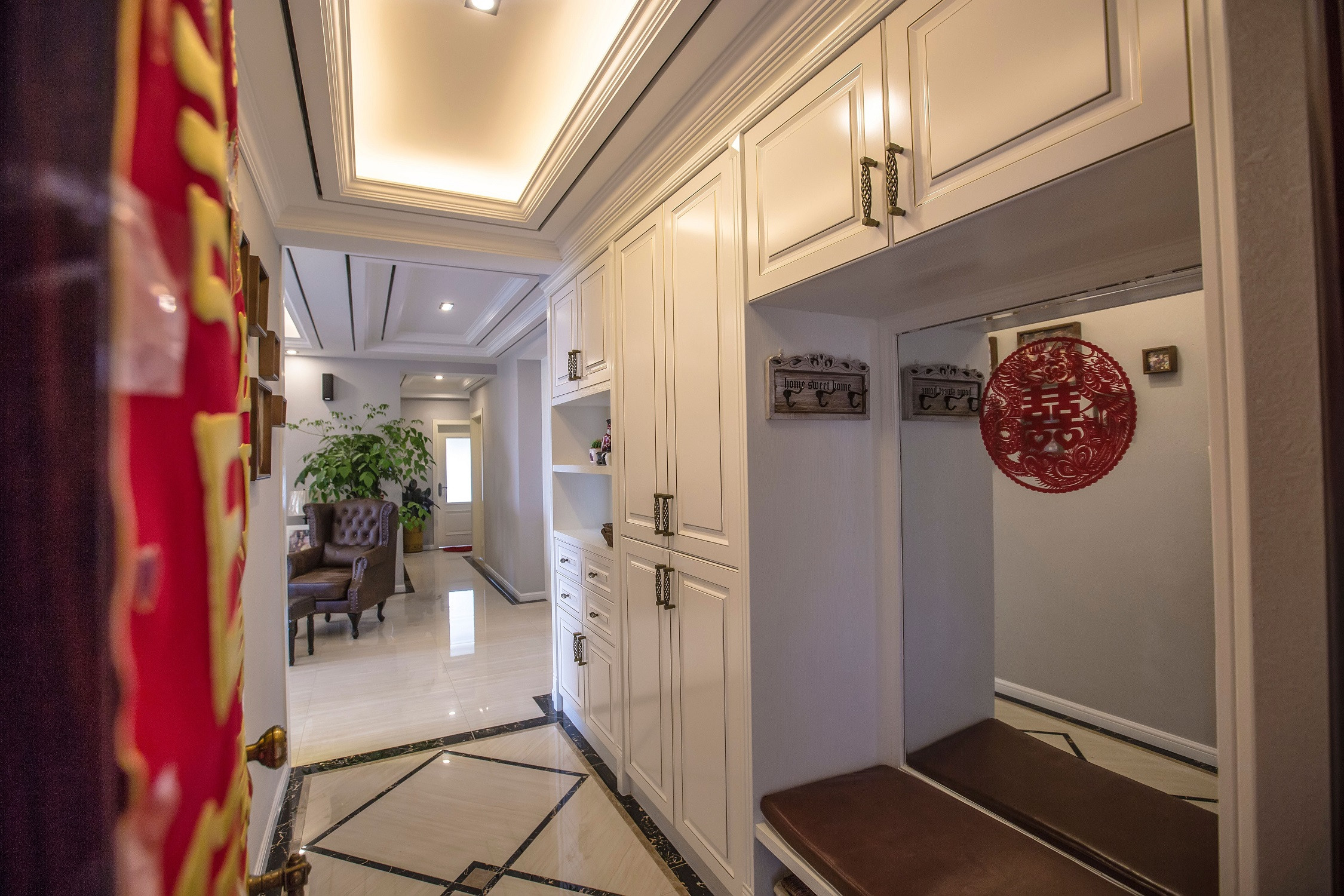 欧式三居装修玄关设计