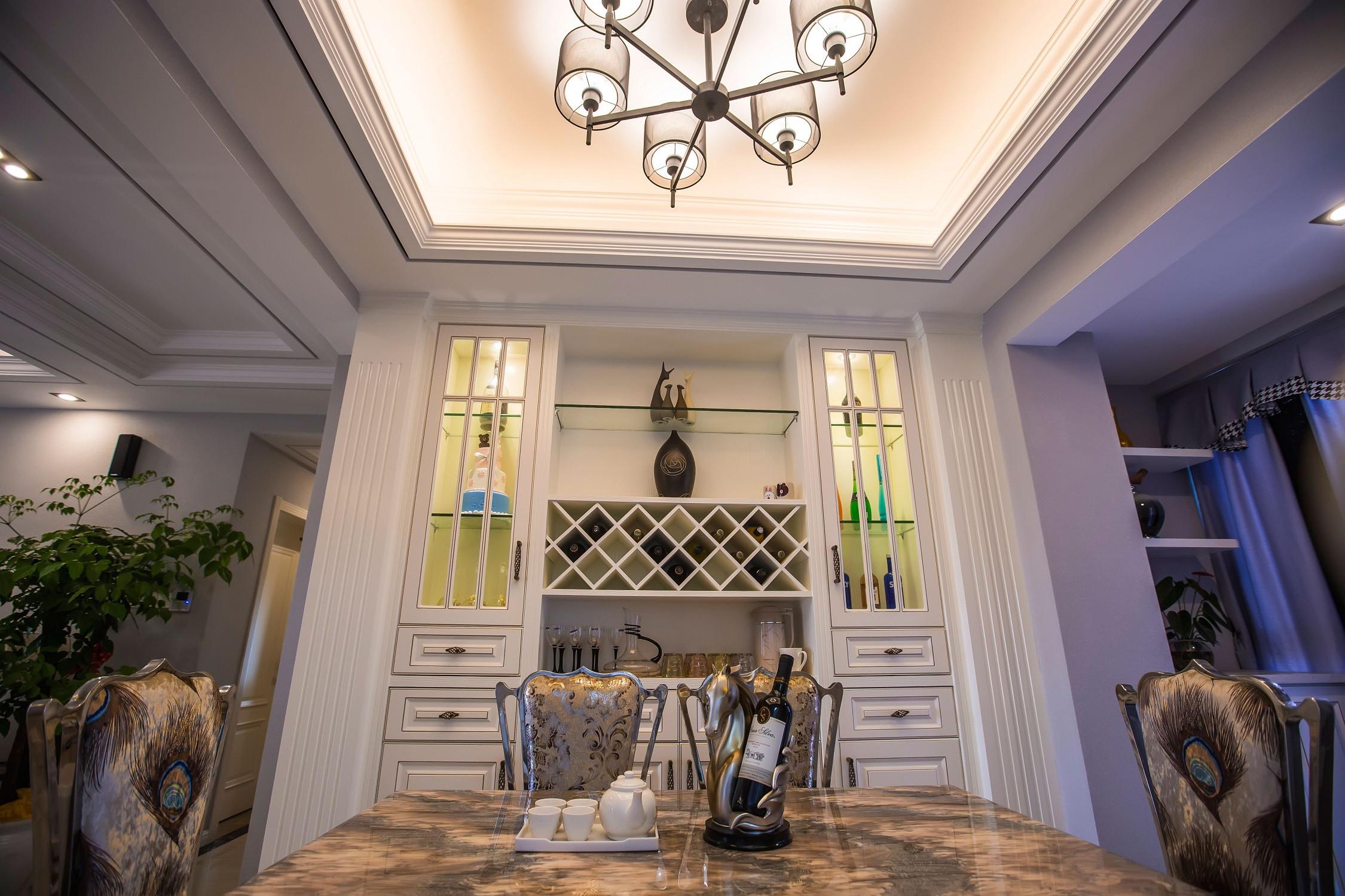欧式三居装修餐厅吊顶设计