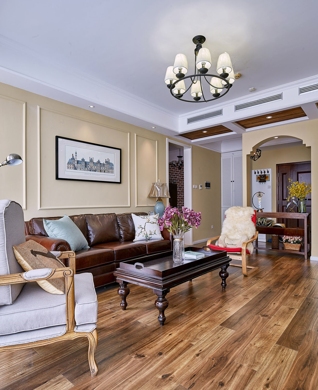 美式风格三居装修沙发墙图片