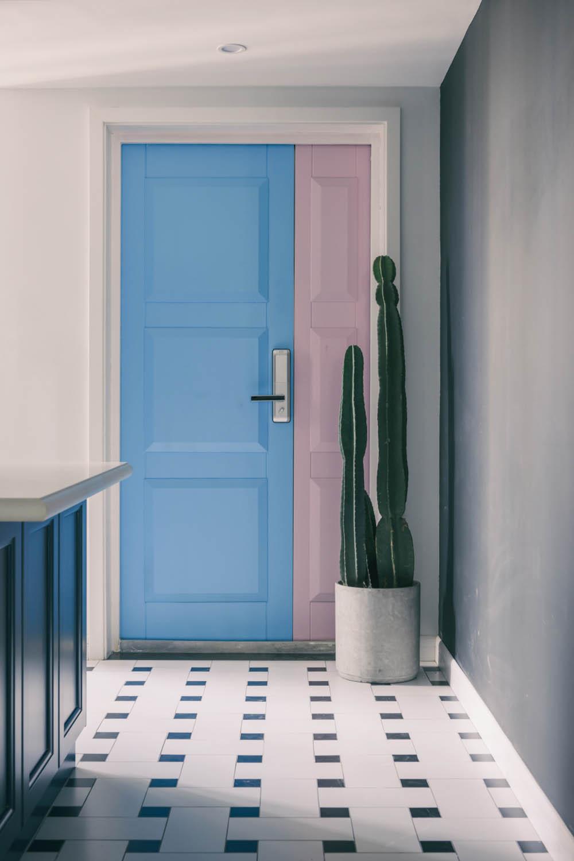 北欧风格三居撞色门设计