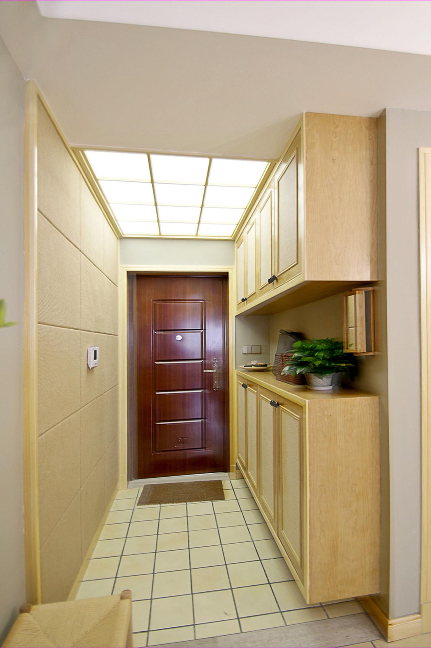 日式三居装修玄关设计