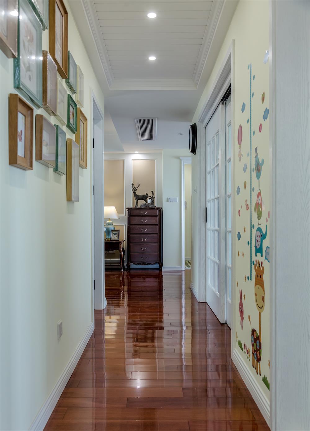 美式四居装修走廊设计