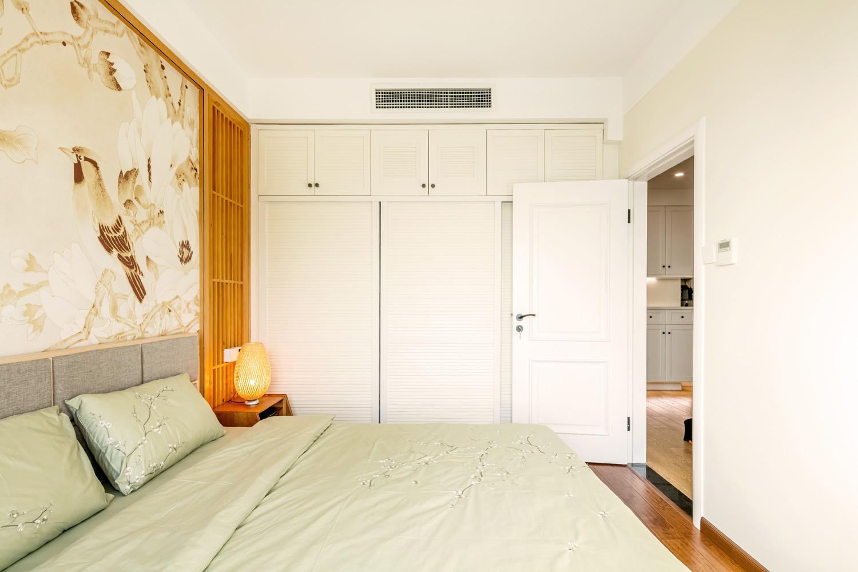二居室日式风格家衣柜图片