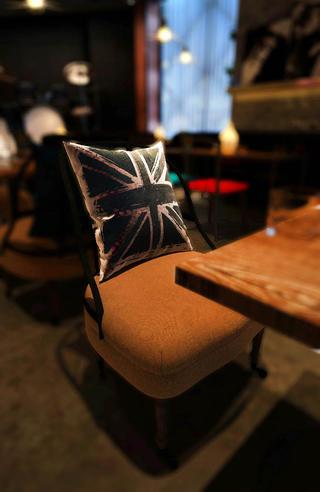 咖啡吧装修餐椅特写