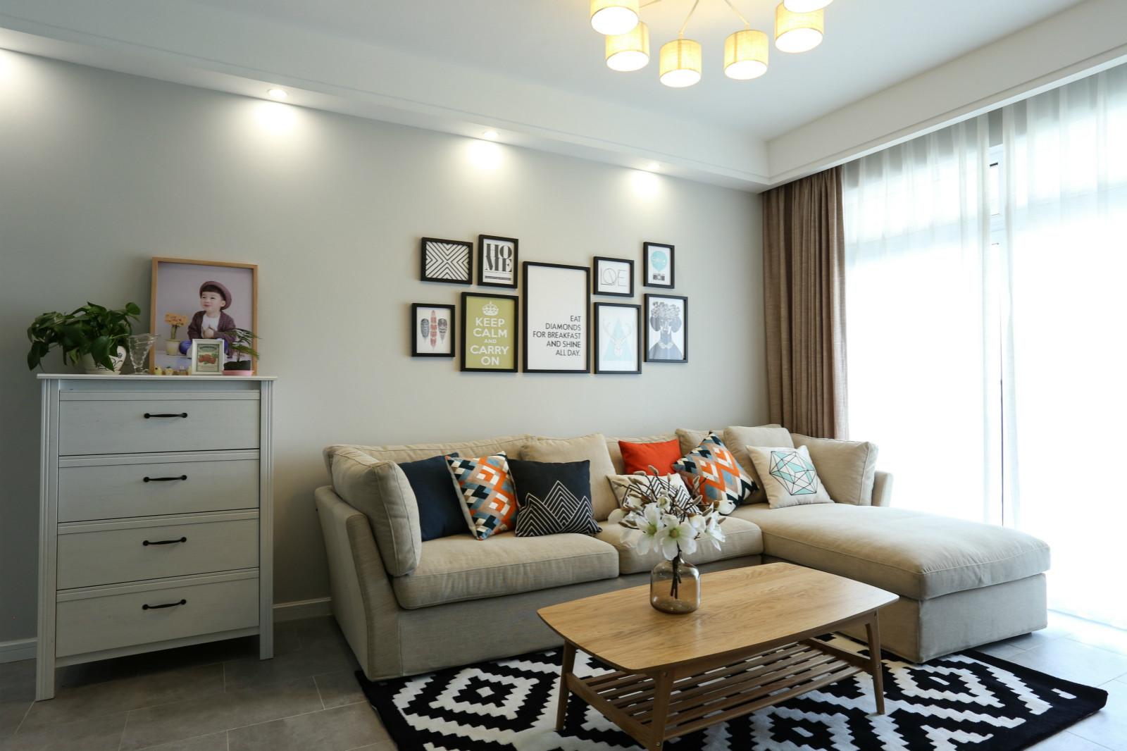 65平公寓装修沙发背景墙图片