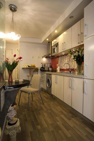 现代简约一居装修厨房过道