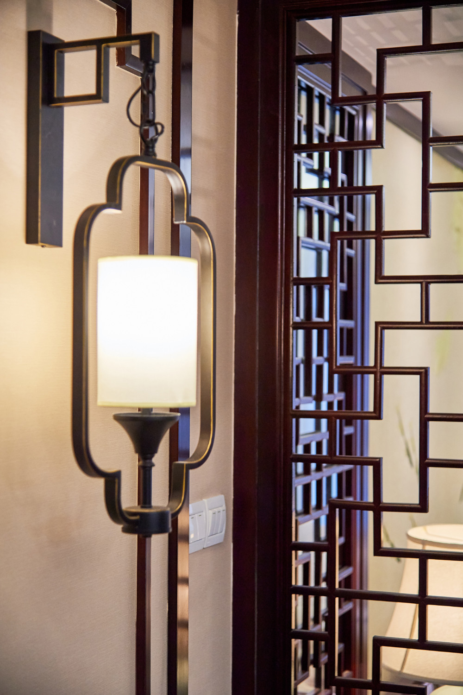 中式三居装修壁灯特写