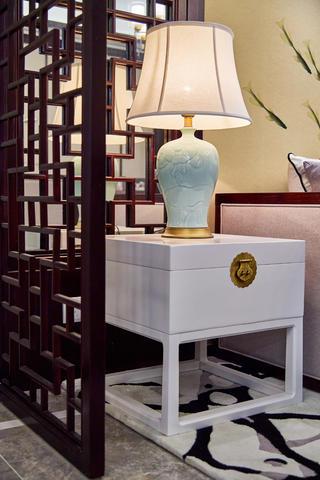 中式三居装修台灯图片