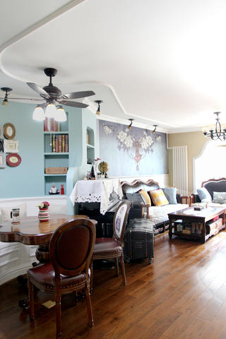 美式风格二居装修客厅吊顶设计