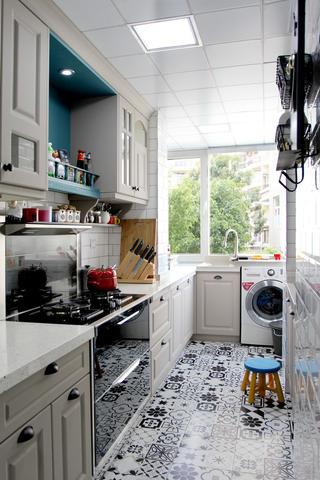 美式风格二居装修厨房布置图