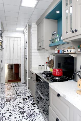 美式风格二居装修厨房过道